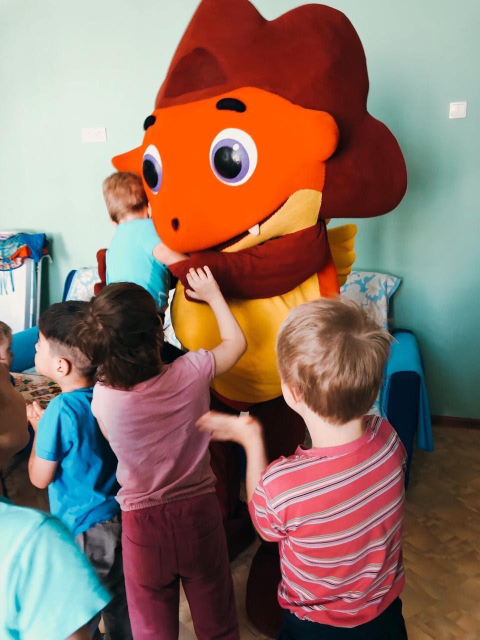 Кудрявцева, Лель и Довлатова вместе с Дракошей Тошей организовали выезд в детский дом